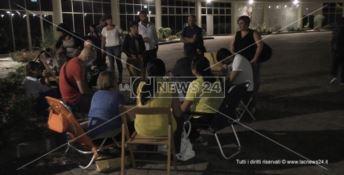 I precari licenziati non si rassegnano, notte di protesta alla Regione