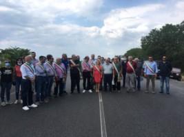 Emergenza rifiuti, comuni al collasso: i sindaci della Locride bloccano la 106