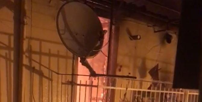 L'appartamento in fiamme
