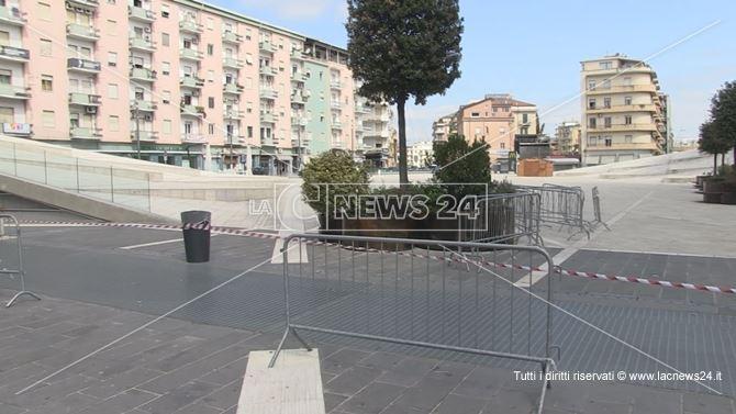 Sigilli apposti su Piazza Bilotti