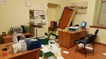 """Cosenza, furto in un ufficio del Comune: i malviventi """"firmano"""" il colpo con escrementi"""