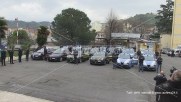 Cosenza, l'abbraccio delle forze dell'ordine ai medici dell'ospedale: video