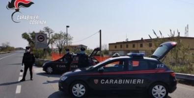 «Andrà tutto bene», bimba dona disegno a un carabiniere al posto di blocco
