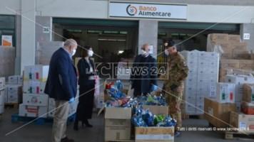 Cosenza, militari dal cuore d'oro: donato cibo per famiglie in difficoltà