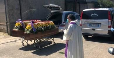 A San Gregorio l'ultimo saluto ai fratelli Mirabello uccisi in Sardegna
