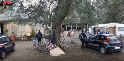 Violento pestaggio nella baraccopoli di Taurianova, migrante preso a bastonate: è grave