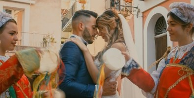 Matrimoni in Calabria al tempo del Covid, la wedding planner: «Ai sanitari li organizziamo gratis»