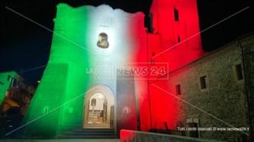 Spezzano Sila, la luce del tricolore sul Santuario di San Francesco