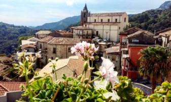 Viaggio a Staiti, silenzio assordante nel paese più piccolo della Calabria