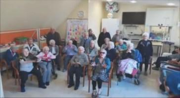 Coronavirus, il commovente messaggio degli anziani della casa di riposo di Scilla: «Andrà tutto bene»