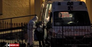 Un anziano della casa di cura di Chiaravalle sale sull'ambulanza