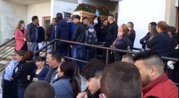 Folla a un funerale rom, la Polizia indaga sulle immagini del video