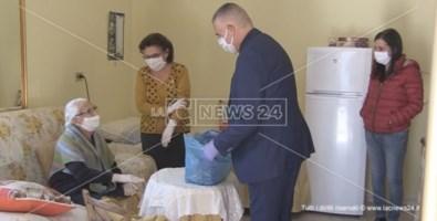 Coronavirus, a Varapodio la spesa a casa degli anziani la porta il sindaco