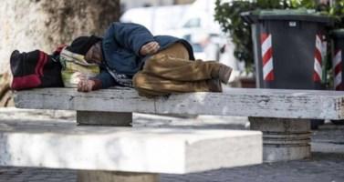 Reggio Calabria, senzatetto multati per occupazione del suolo: polemiche