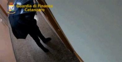 Furbetti dell'Asp di Catanzaro, sotto inchiesta anche due membri dell'ufficio Antimafia