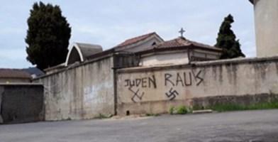 Soveria, sfregio alla memoria: il 25 aprile svastiche sul muro del cimitero