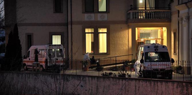 Ambulanze all'esterno della Rsa di Chiaravalle