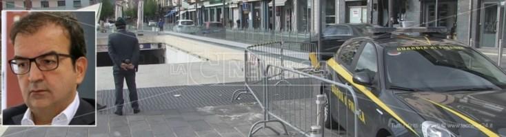 Sequestro di piazza Bilotti a Cosenza, i nomi di tutti gli indagati: c'è anche il sindaco Occhiuto