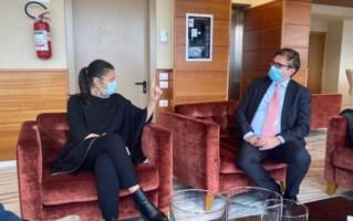 La presidente della Calabria Jole Santelli con il viceministro della Salute Pierpaolo Sileri
