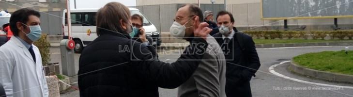 Il viceministro della Salute Sileri in Calabria: «Servono tamponi e dispositivi di protezione»