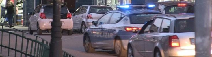 La polizia in Piazza Europa a Cosenza