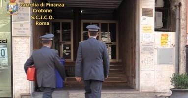 Inchiesta su Petrini, nell'interrogatorio il cancelliere indagato respinge tutte le accuse