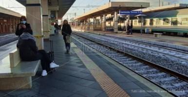 Coronavirus, treni e autobus senza controlli: l'ira dei passeggeri
