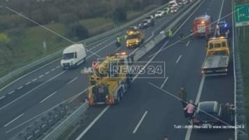 Incidente sull'A2 nei pressi di Montalto, auto finisce nella corsia opposta: 2 feriti