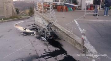 Incidente nel Cosentino, auto sfonda una ringhiera di ferro a Mendicino