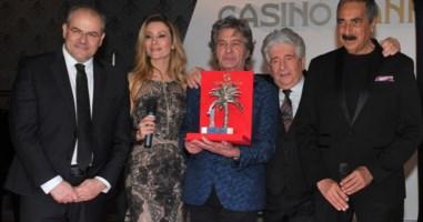 """Sanremo, a Fausto Leali il Premio """"Numeri Uno"""" realizzato da Affidato"""