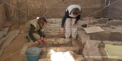 Locri, la necropoli romana scoperta per caso rivela tesori inaspettati