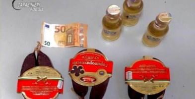 Offre soldi, salsicce e liquori ai carabinieri per evitare la multa: arrestato