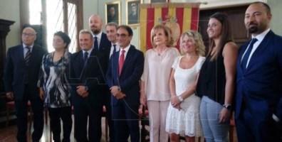 il sindaco Abramo con la prima giunta varata nel 2017