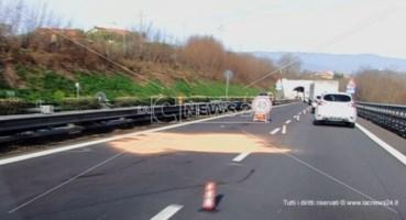 Incidente tra Cosenza e Rogliano, cade da un furgone: muore investito da un tir