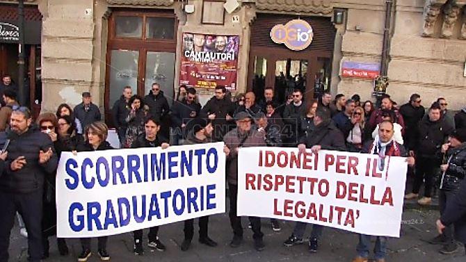 Catanzaro, la protesta dei precari