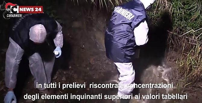 I carabinieri prelevano campioni dal fiume Mucone