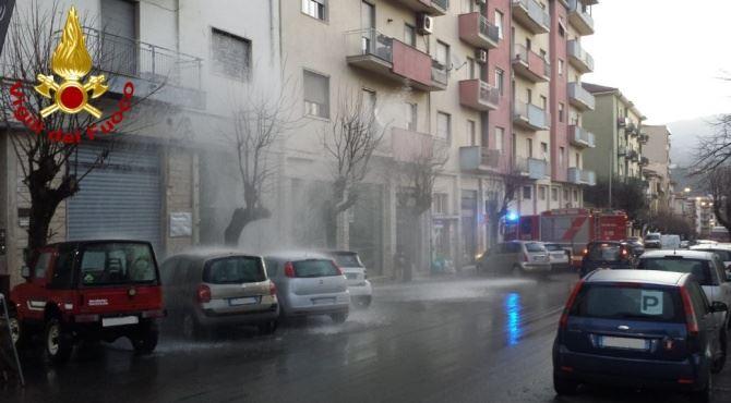 Conduttura idrica scoppiata a Cosenza
