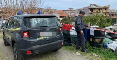 Fusti di gasolio, elettrodomestici e pneumatici: sequestrata discarica nel Messinese
