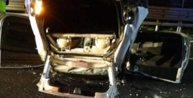Il mezzo ribaltato dopo l'incidente