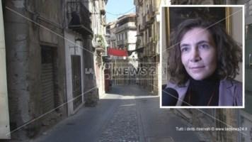 Il centro storico di Cosenza e, nel riquadro, Anna Laura Orrico