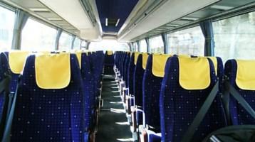 Bus interno vuoto, immagine dal web