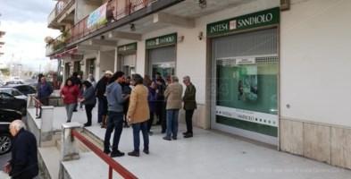 La banca rischia la chiusura, i cittadini di Badolato avviano una raccolta firme