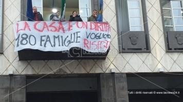 Emergenza abitativa a Cosenza, nuova protesta al Comune