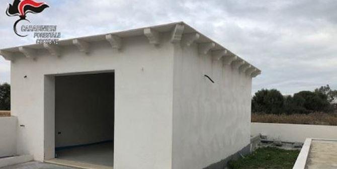 Box abusivo a Isola Capo Rizzuto