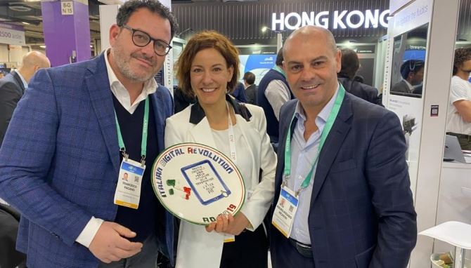 ll ministro per l'Innovazione tecnologica e la Digitalizzazione Paola Pisano con il presidente Aidr Mauro Nicastri e Francesco Pagano, consigliere Aidr