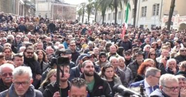 Gratteri, a Catanzaro da tutta Italia: «Non vogliamo altri eroi ammazzati»