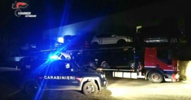 Rubavano carburante da auto pronte per la consegna: due arresti a Falerna