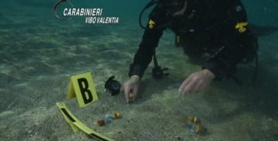 Vibo, arsenale nascosto in fondo al mare scoperto dai carabinieri