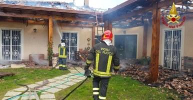 Nocera, villetta prende fuoco: madre e figlia riescono a fuggire