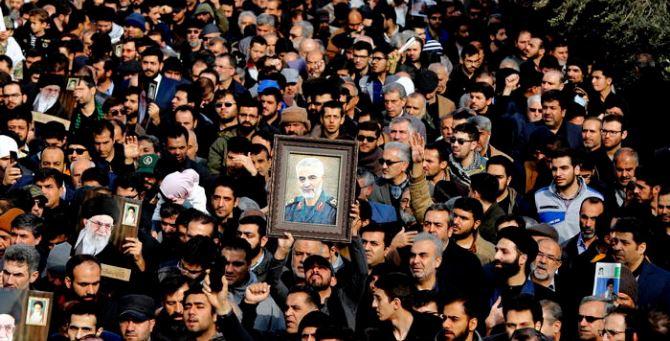 I funerali del generale (foto Ansa)